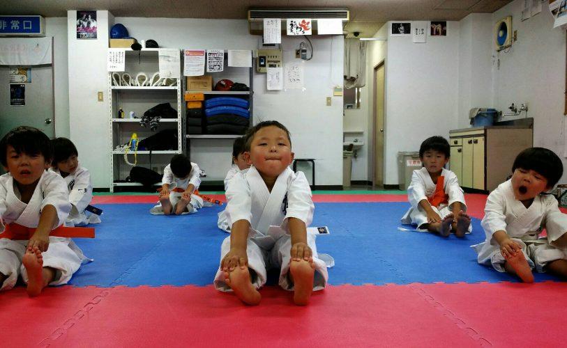 極真空手 キッズ kids 幼児 2歳児 瓦(かわらん)割り! 笑笑